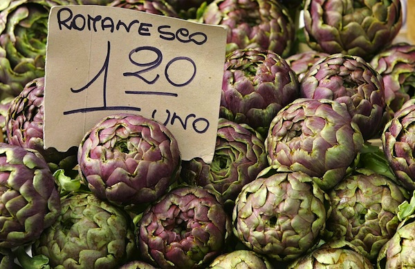 Roman artichokes are displayed in a market in downtown Rome March 28, 2006. Italian Prime Minister Silvio Berlusconi keeps telling Italians to ignore the doomsayers and be positive. With the stagnant economy dominating the debate ahead of an April 9-10 general elections, many Italians say they are struggling to make ends meet and feel anxious about their future. To match feature Italy-Poor Photo taken March 28, 2006. REUTERS/Max Rossi